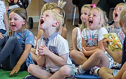 birthday party magician children' entertainer plymouth devon cornwall