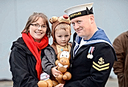 armed forces emergency services entertainer, magician puppets balloon modelling fun kids party near me