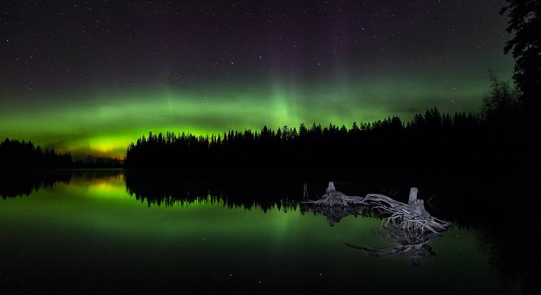 Badger lake aurora. Phone or Desktop background.