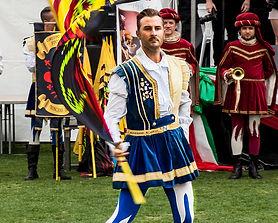 Gruppo Storica Fivizzano - flag throwing