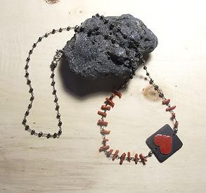 collana a rosario con elemento in ceramica raku