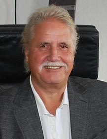 Tex Haper Anzug Büro.jpg