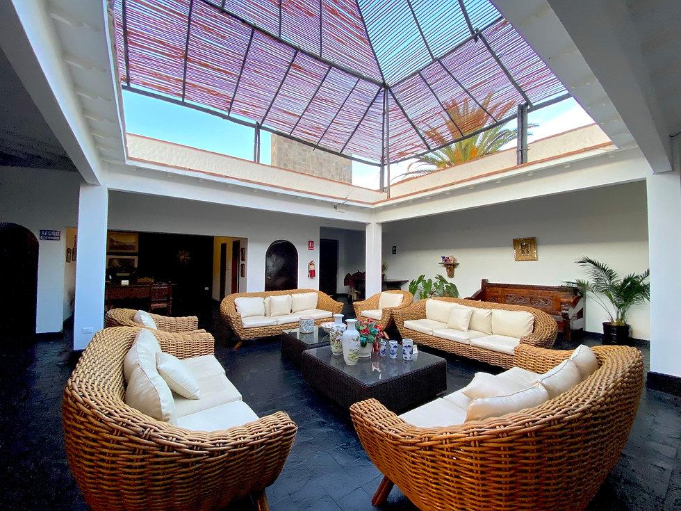 living room hotel caral llamatrip.jpg