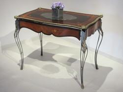 Table_18_21_Coté_Showroom
