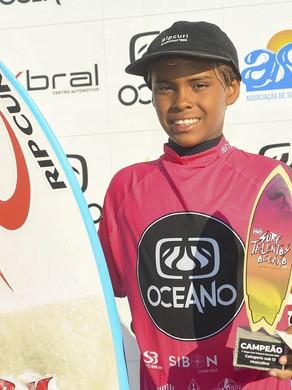 Atleta de Cabo Frio vence sub-12 do Surf Talentos Oceano