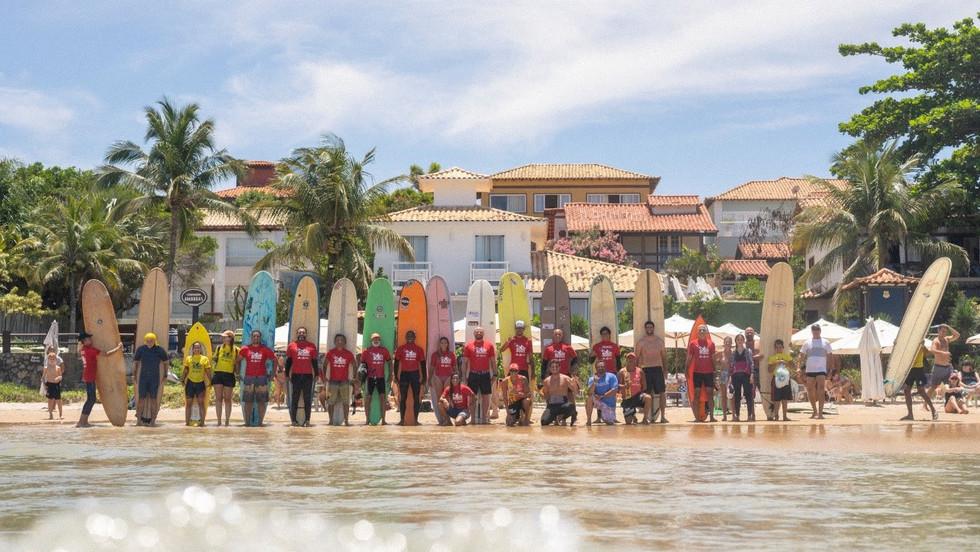 Clínica de Phil Rajzman, em Búzios, tem presença de surfista lendário