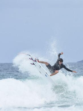 """Atleta de Búzios se prepara para competir Circuito Mundial de Surf """"em casa"""""""