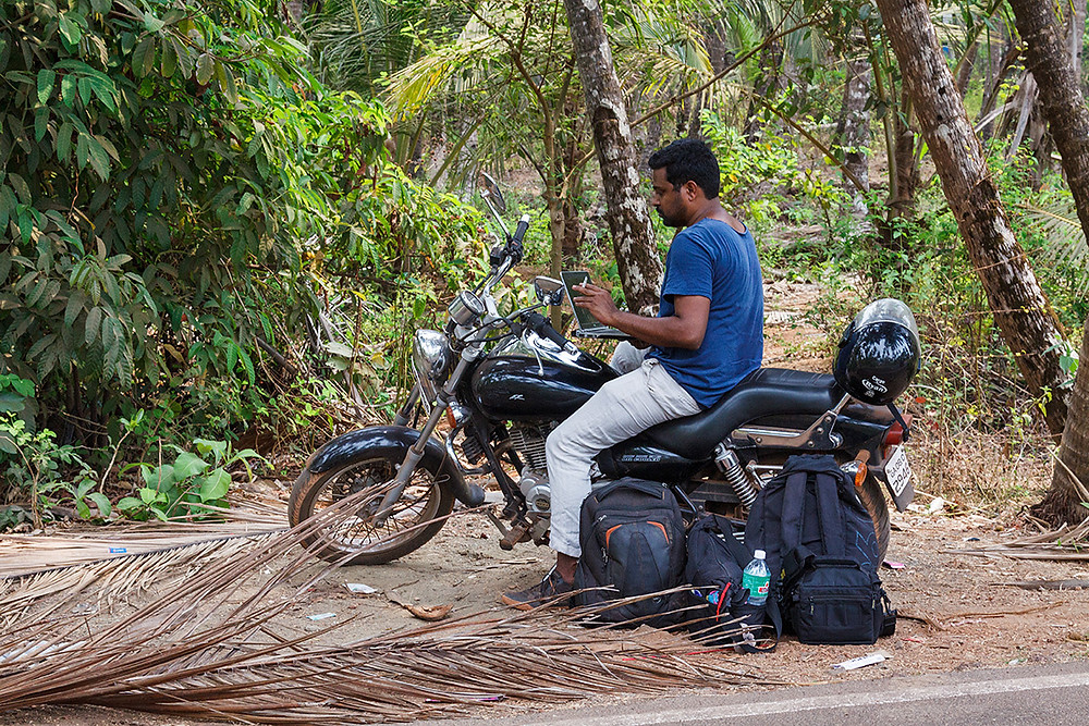 Работа по пути среди пальм