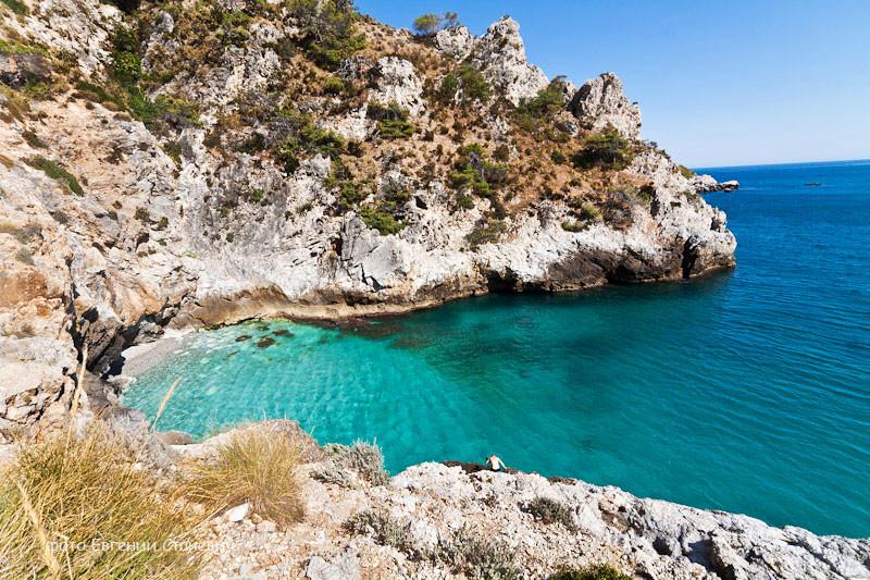 Скалистые пляжи недалеко от Малаги, Испания