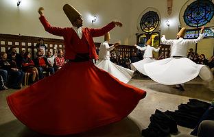 Танец дервишей на вокзале Сиркелжи в Стамбуле