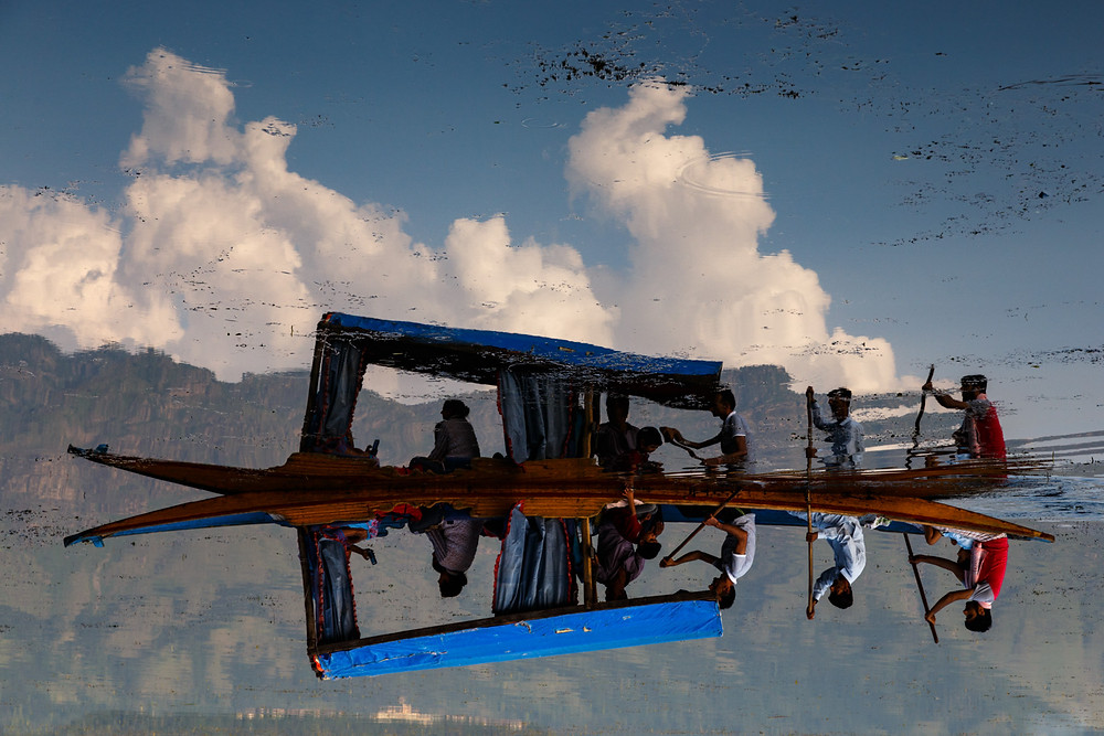 Лодка-шикара на озере Дал, Шринагар, Кашмир, Индия
