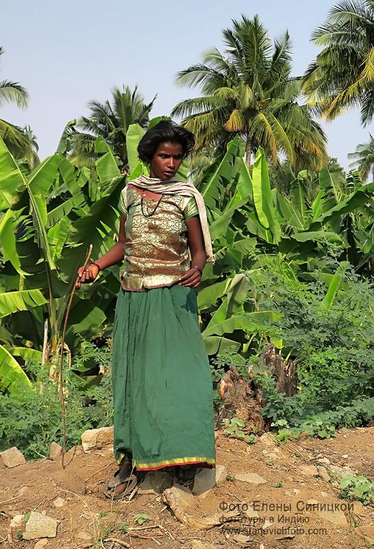 Деревенская жительница, недалеко от Хампи, Карнатака, Индия