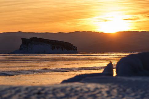 Остров Беленький в Малом Море на рассвете, февраль, Байкал