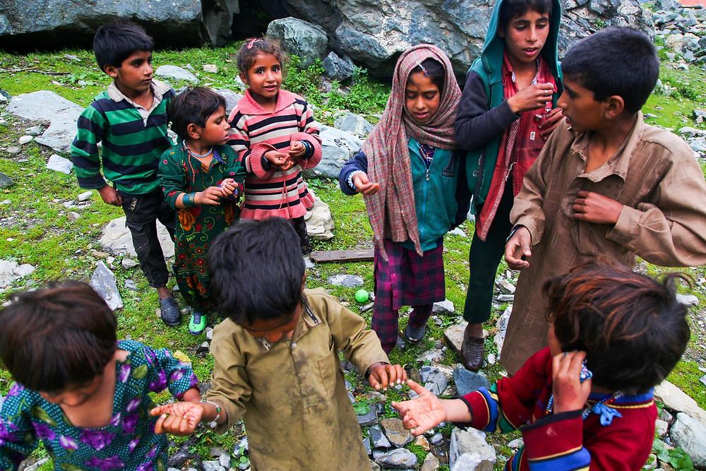 Пастушьи дети в Сонамарге. Отжимают всё, что могут! )))
