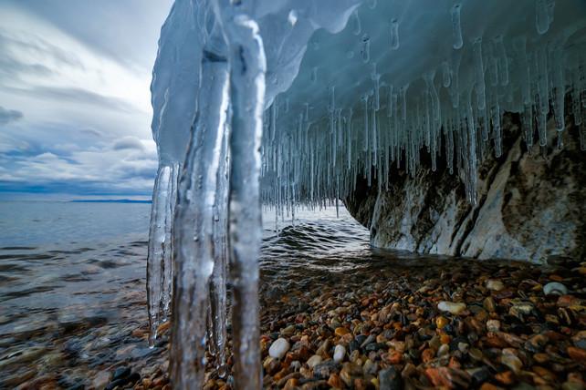 Берег Байкала в декабре