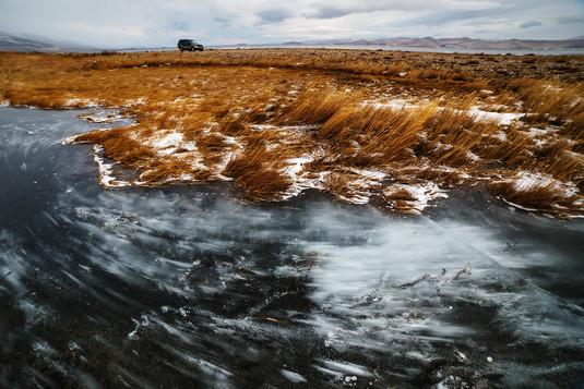 Застывшая во льду позёмка в устье реки Сарма, Байкал
