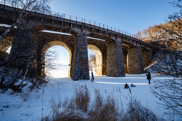 Каменный мост в пади Крутая Губа на КБЖД, февраль