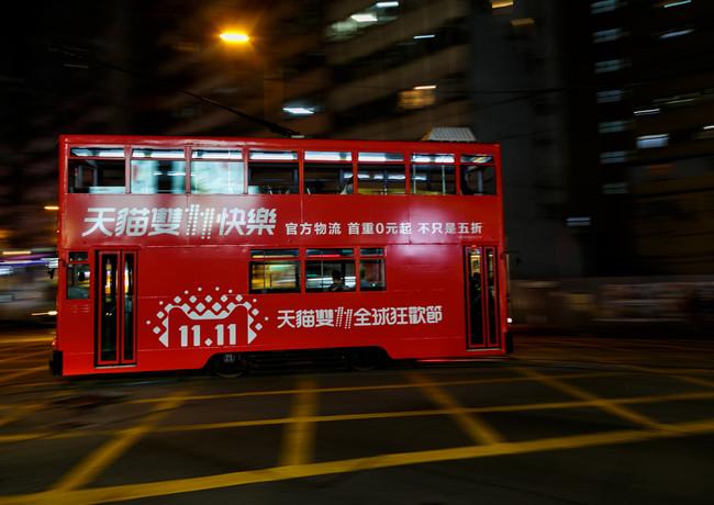 Двухэтажный трамвай в Гонконге