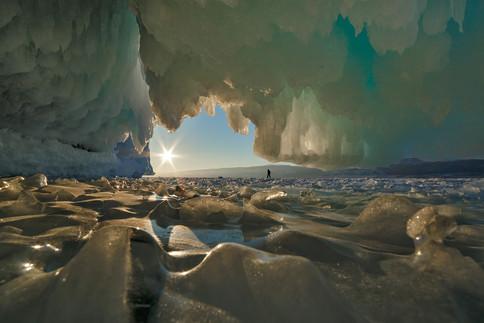 Ледяной грот на острове Ольтрек, Байкал