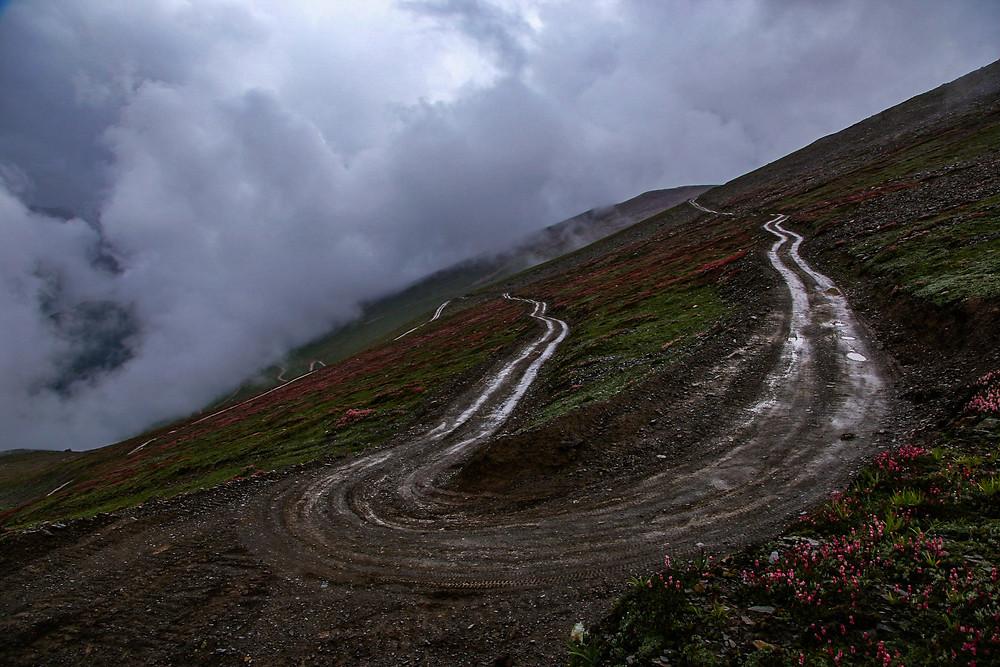 Дорога в облаках, Гульмарг, Кашмир, Индия