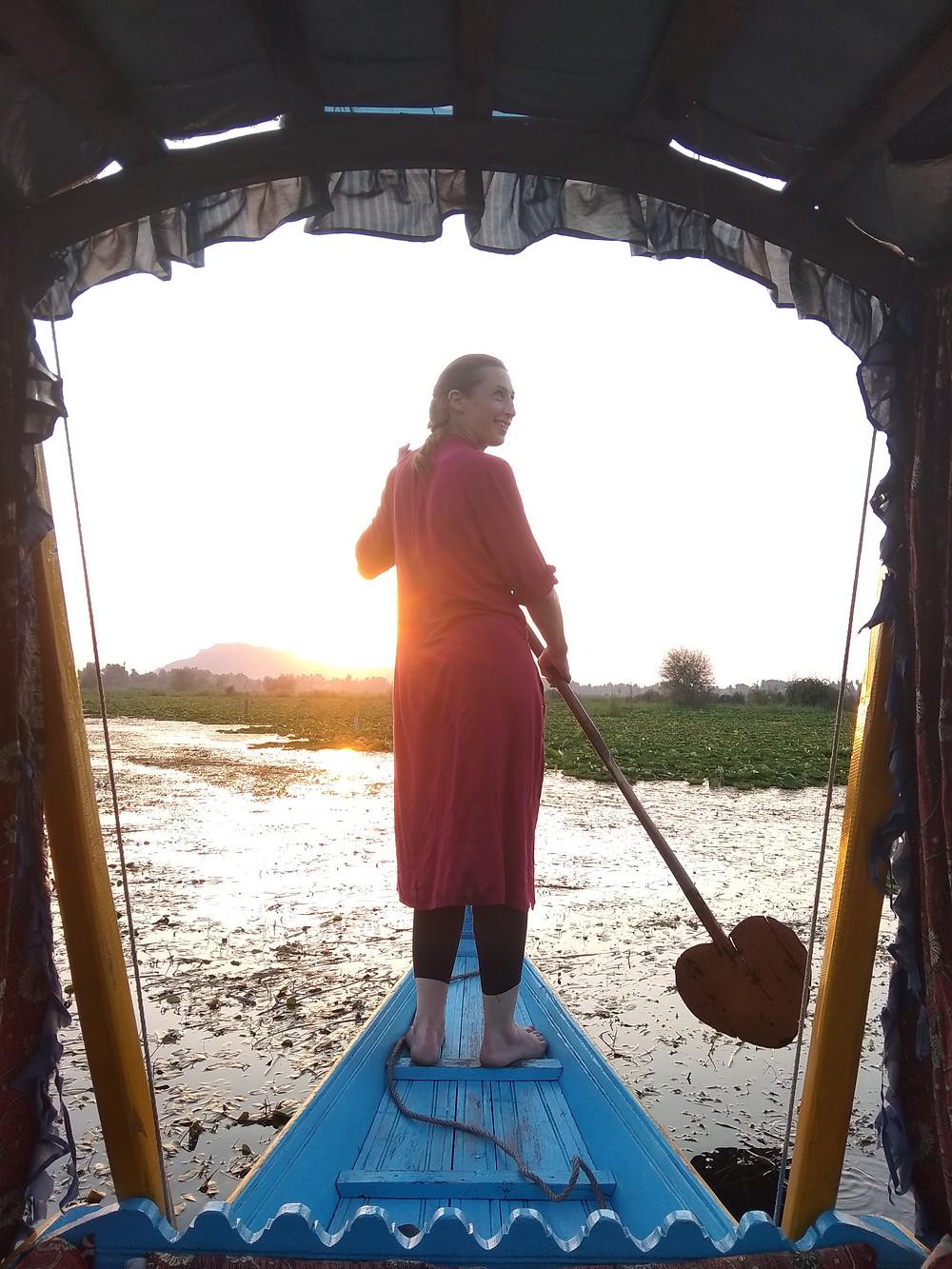 Прогулка на лодке-шикаре на озере Дал, Шринагар, Индия