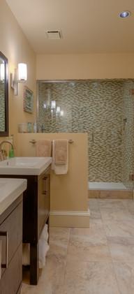 28-5860-2_LL_Bedroom4_Bath_5TMDE_Default