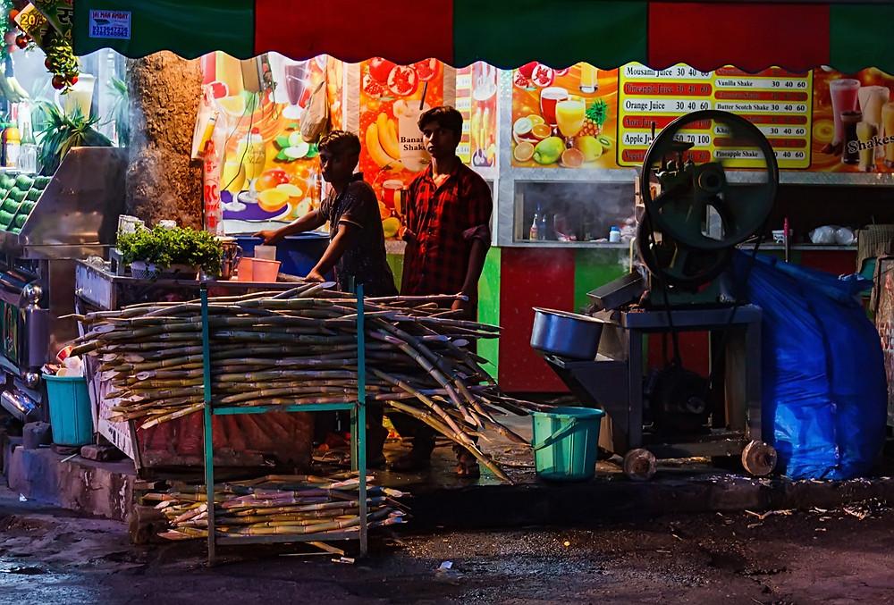 Продавцы сока из сахарного тростника