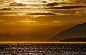 Озеро Байкал в декабре на закате