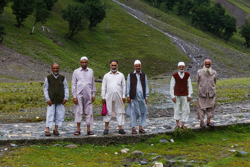Красавцы-мужчины в Сонамарге. Попросили меня их сфотографировать )) Кашмир, Индия