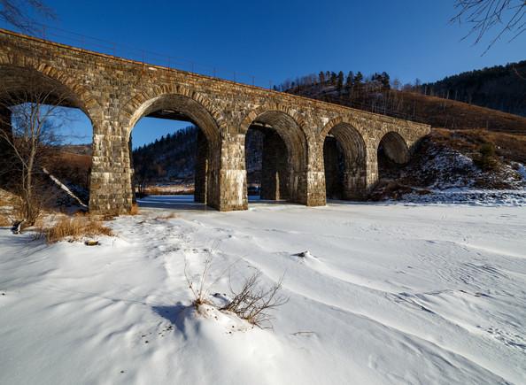 Каменный мост в пади Крутая Губа на КБЖД в феврале