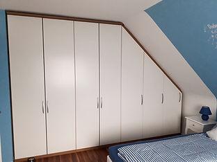 Schlafzimmer%201_edited.jpg