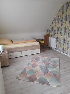 Schlafzimmer%202_edited.jpg