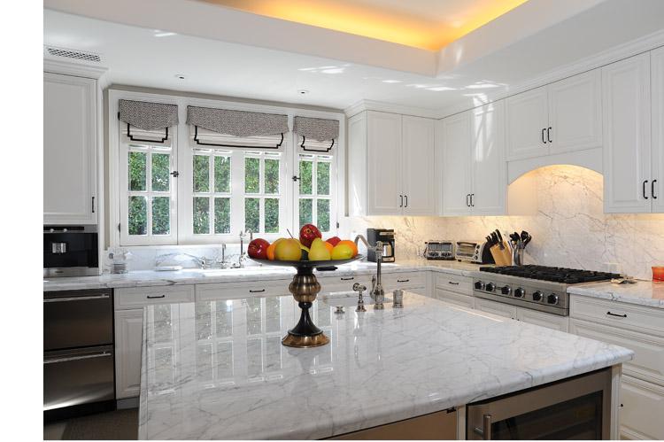 kitchen 2 lo res.jpg