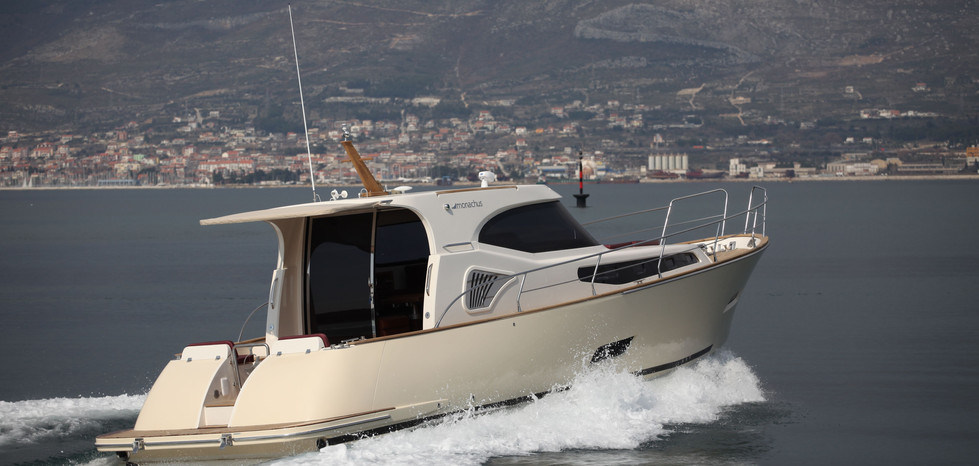 The current line includes the following models: 'Pharos', 'Issa' and 'Korkyra'. Pharos features dynamic lines and retro design style. Issa is designed with a vertical stern wall, more classic lines and a large stern section, while Korkyra makes a good choice for those who prefer fly-bridge and big game fishing.