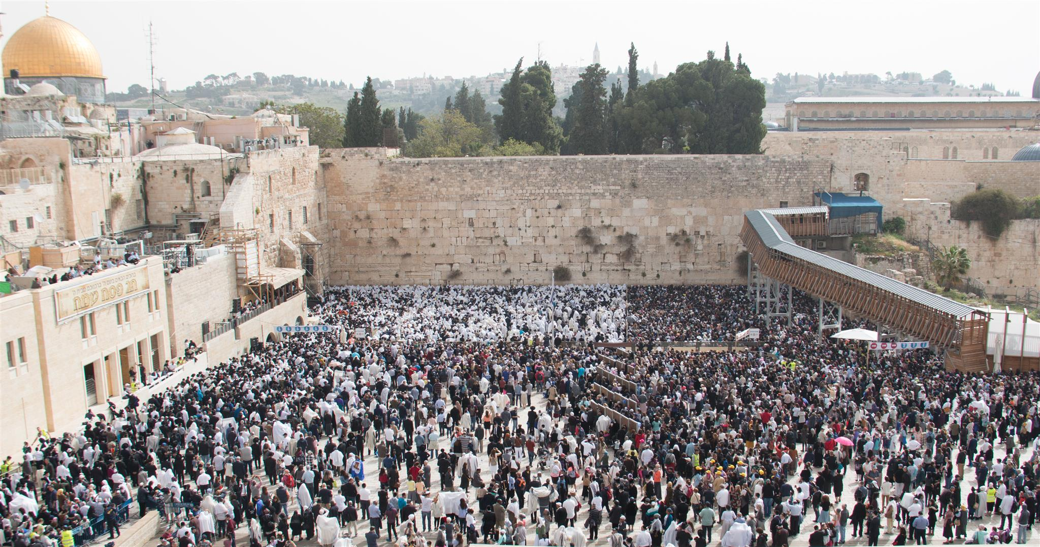 Kotel - full of people