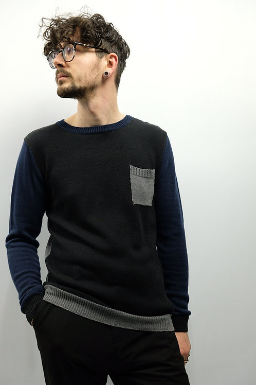 !Solid Roundneck Pullover  - M