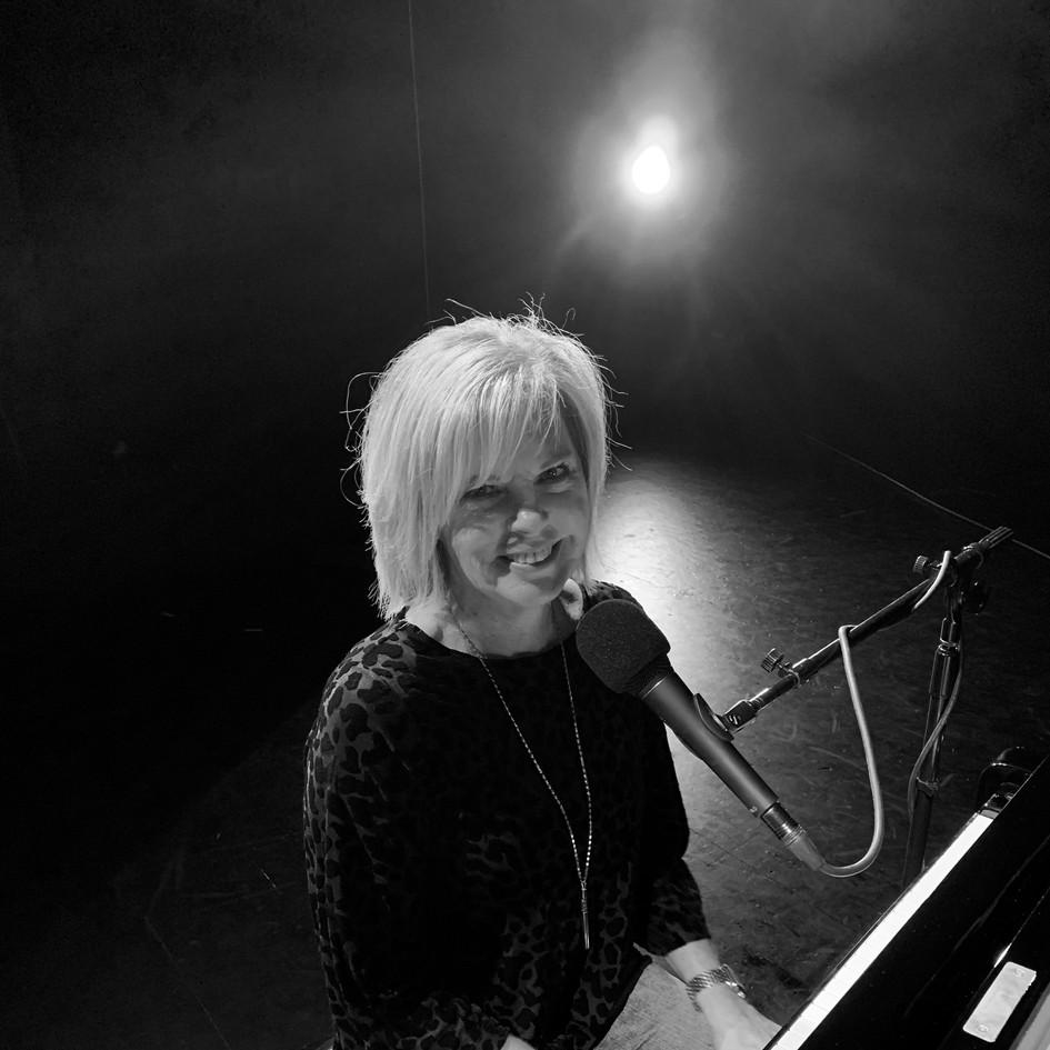 Lesa Fritz - Keyboard/Vocals