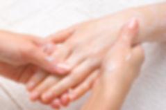 Soins Anti-Âge et taches des Mains