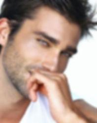 peeling-Lyon-hommes sont aussi soucieux de leurs problème de peaux. nos peelings soignent toutes peaux et phototypes de peau même les adolescents. Première préocupation des peaux abimées pour ces messieurs dans  leur vie sociale qui et qui ne fait pas de cadeaux . Nos peelings, peeling chimique, peeling TCA, peeling profond, microneedling, l'anti age spécial masculin permet de faire peau neuve et ne pus avoir de complexes et se sentir mieux.
