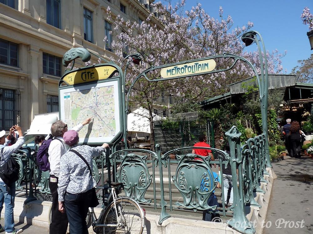 Paris Metro entrance Metropolitain Hector Guimard