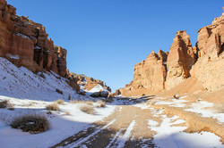 Tour to Charyn Canyon in winter