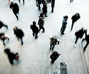 İnsanlar Hareketli
