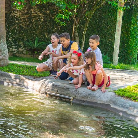 crianças_brincando_no_lago_Hotel_Mil_Flo