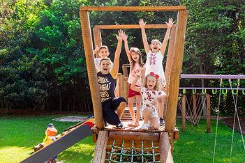 crianças_brincando_no_playground_ativida