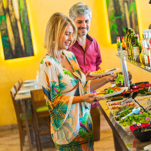 casal no restaurante do Hotel Mil Flores