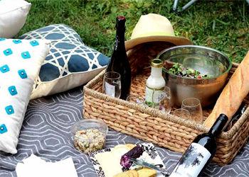 Пикник, отдых, отдых на на открытом воздухе, вино, сыр, природа, релакс, Франция, Париж, мечты, красота, детали, посуда, настроение, лето