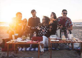 Пикник, отдых, отдых на на открытом воздухе, вино, сыр, природа, релакс, Франция, Париж, мечты, красота, детали, посуда, настроение, лето, друзья, компания
