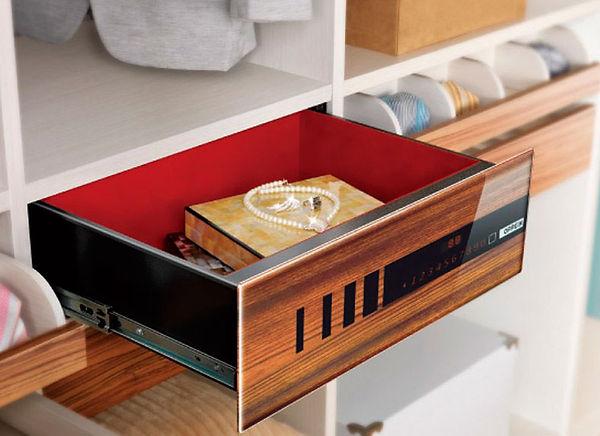 освещение в гардеробной, светодизайн, освещение, нардеробная, хранение вещей,AMCD, дизайн студия, дизайн интерьера кухни, дизайн кухни фото, дизайн дома, дизайн онлайн, сейф в шкафу
