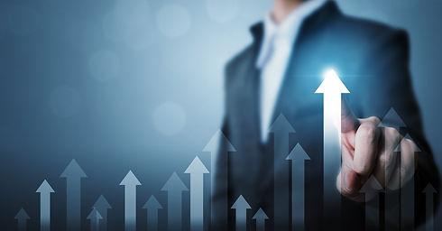 businessman-pointing-arrow-graph-corpora