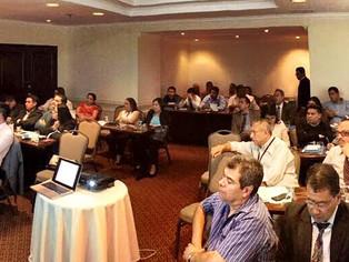 Eduardo Salcedo-Albarán y Luis Jorge Garay liderando un seminario en Guatemala